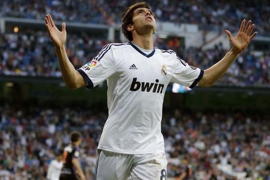 Kaká  conquista troféu no Real Madrid, mas revela que gostaria de deixar o time.