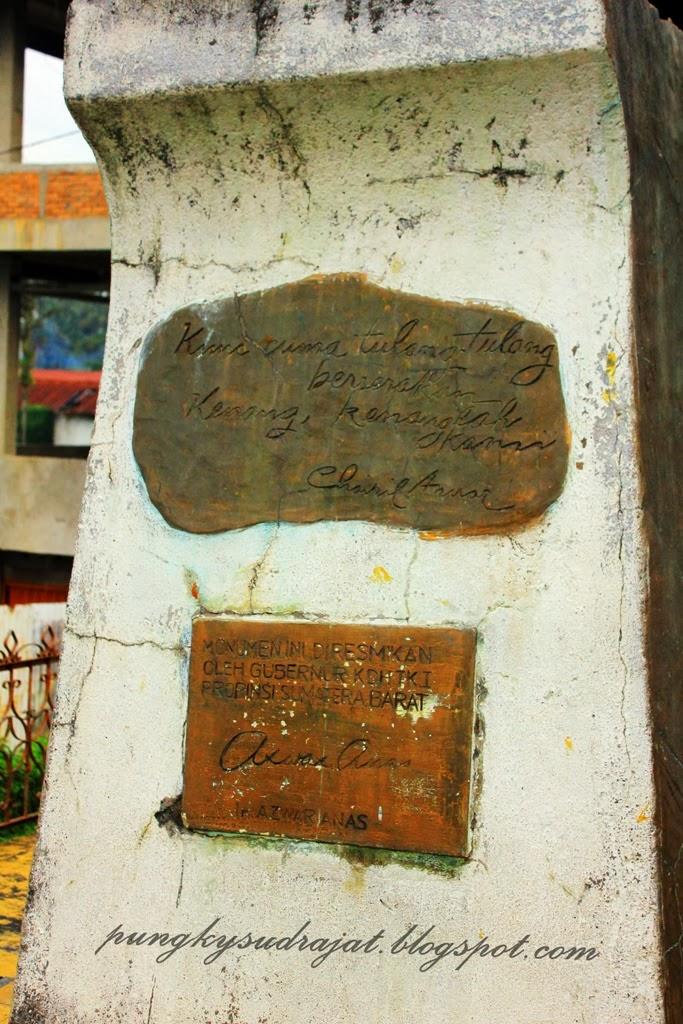 Petikan puisi Chairil Anwar di kaki monumen