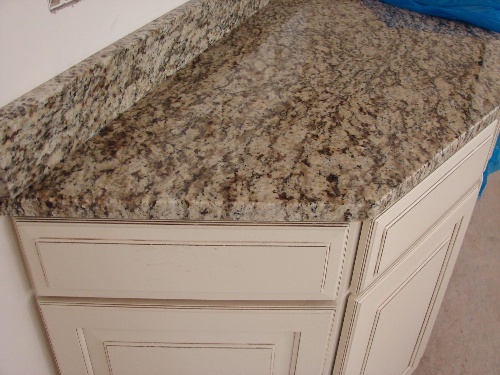 Santa Cecilia Granite with Maple Hazelnut Glaze Cabinets