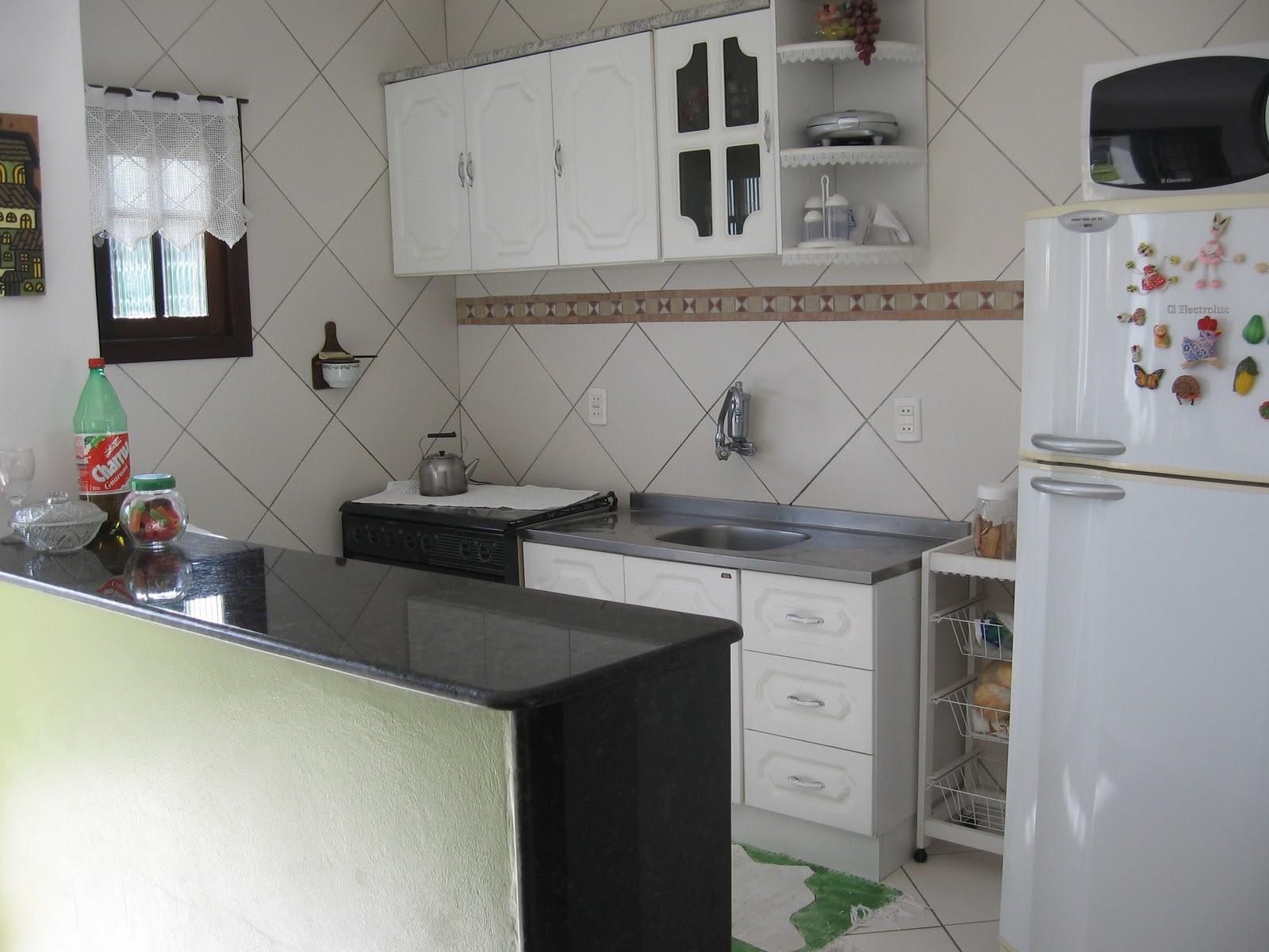 em Capão Novo RS: Cozinha estilo americana e mesa para churrasco #664940 1600 1200