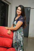 Ester Noronha Photos-thumbnail-2