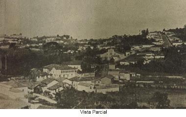 FAZENDA DO GALO (CASARAO COM VARIAS JANELAS AO CENTRO DA FOTO)
