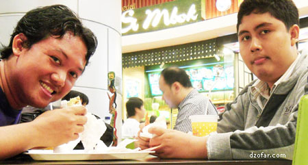 makan kebab bareng ongki
