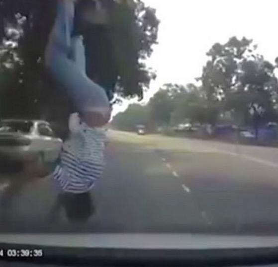 Budak lelaki dilanggar melambung ke udara