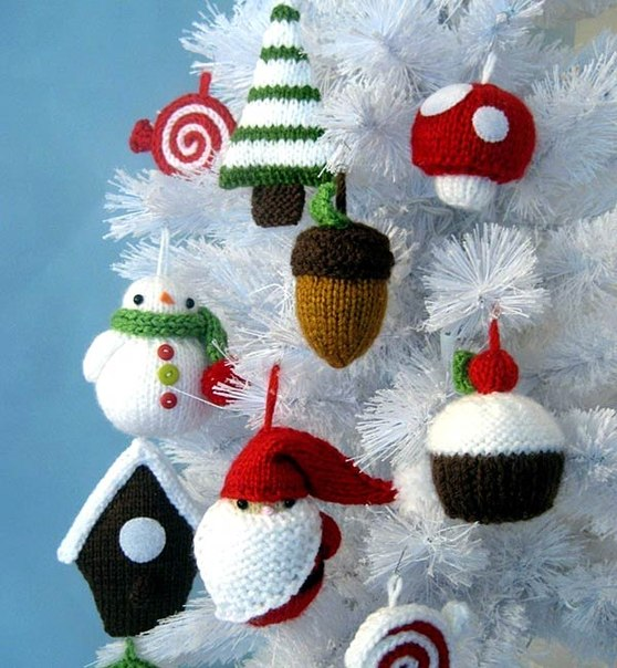 Homemade knitted christmas decorations home decorating ideas for Creative christmas ornaments homemade