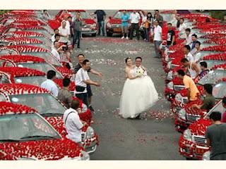 Pernikahan unik dengan 99.999 mawar merah