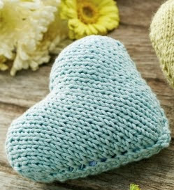 http://www.letsknit.co.uk/free-knitting-patterns/knitted-hanging-hearts