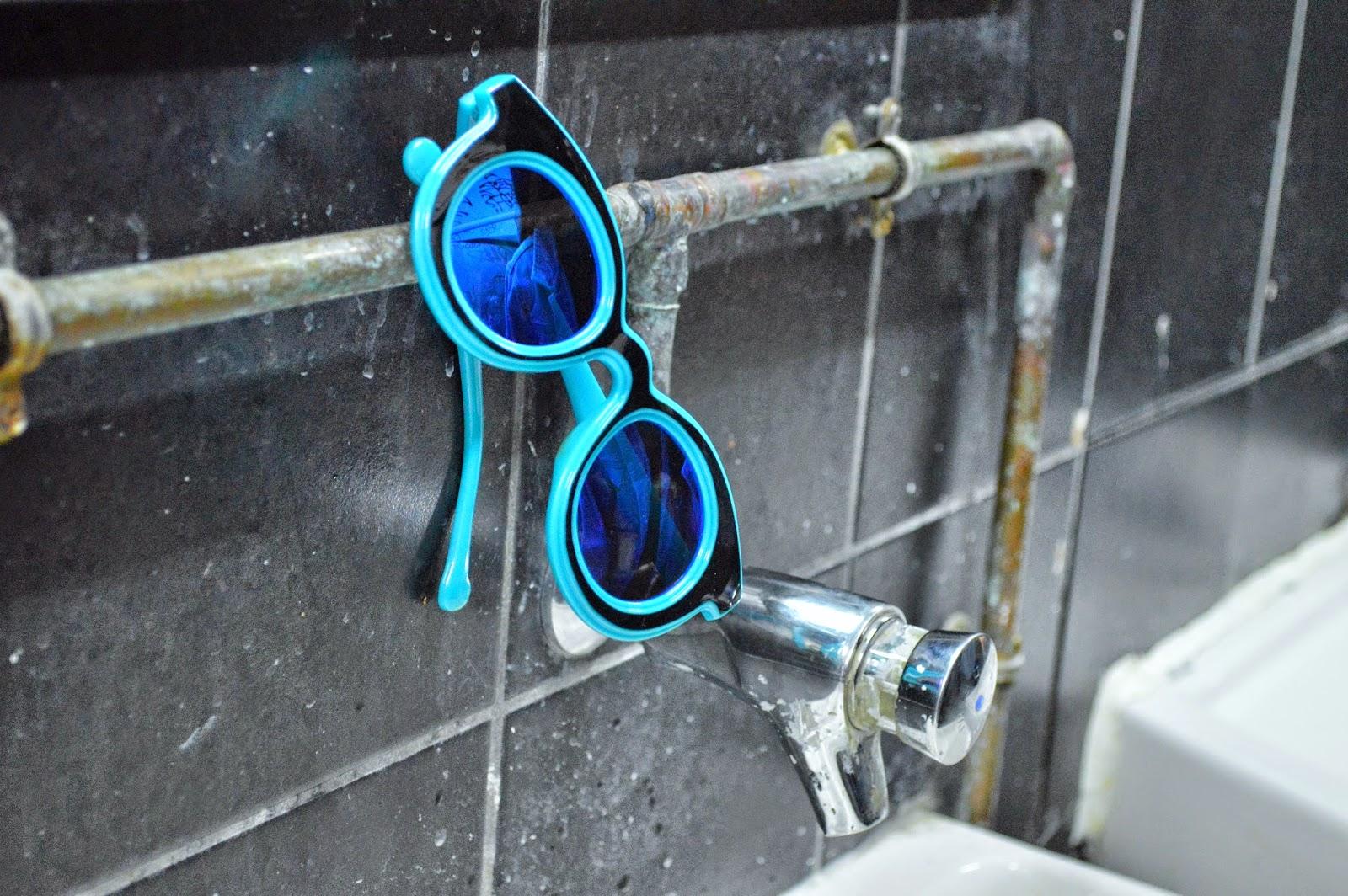 lunettes de soleil originales bleues