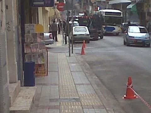 Η τροχαία σηκώνει τα αυτοκίνητα από την Ελ. Βενιζέλου