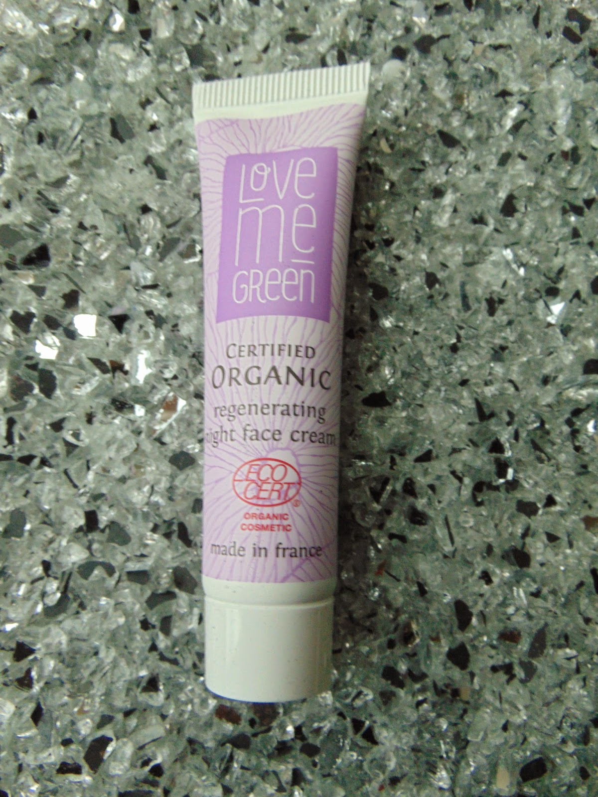 Love me Green Regenerating Night Face Cream - www.annitschkasblog.de