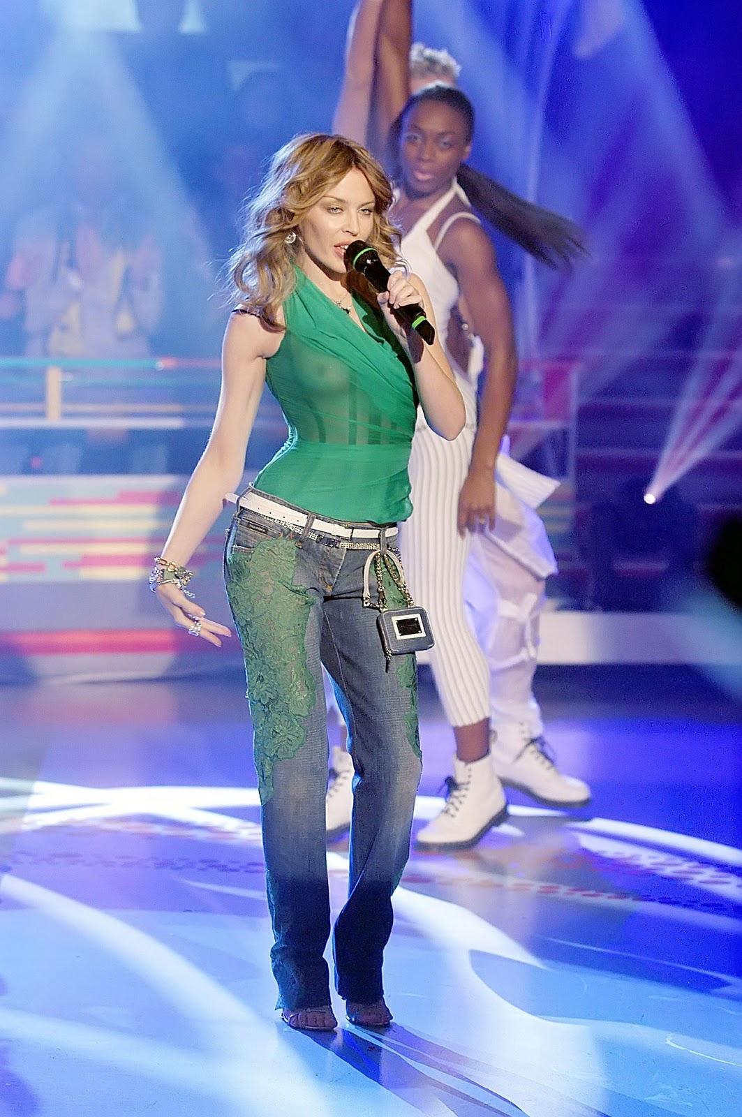 http://3.bp.blogspot.com/-xV9YYqjdqfs/TVXiQ8ZzR8I/AAAAAAAAAL0/PY3Kuew1YIc/s1600/Kylie+Minogue+See-Through+Boobie+Revealing+Green+Top+www.blogywoodbabes.blogspot.com+002.jpg