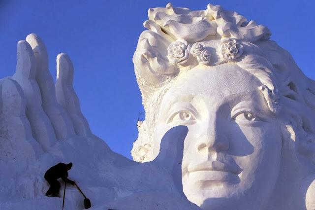 http://funkidos.com/pictures-world/art-world/in-harbin-international-festival-of-snow-sculptures