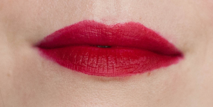 Bourjois Rouge Edition Velvet lipcream in Grand Cru review