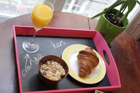 Chalkboard+breakfast+tray+craft+superscrimpers
