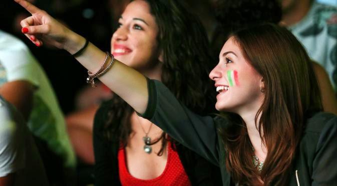 Inilah Wanita-wanita Cantik di Laga Inggris Kontra Italia
