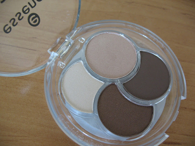 Essence-Eyeshadow-Quad-05-To-die-for-review-photos-and-swatches-08