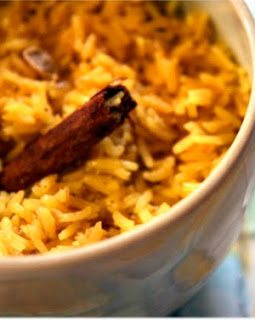 Arroz indiano com molho de amendoim light