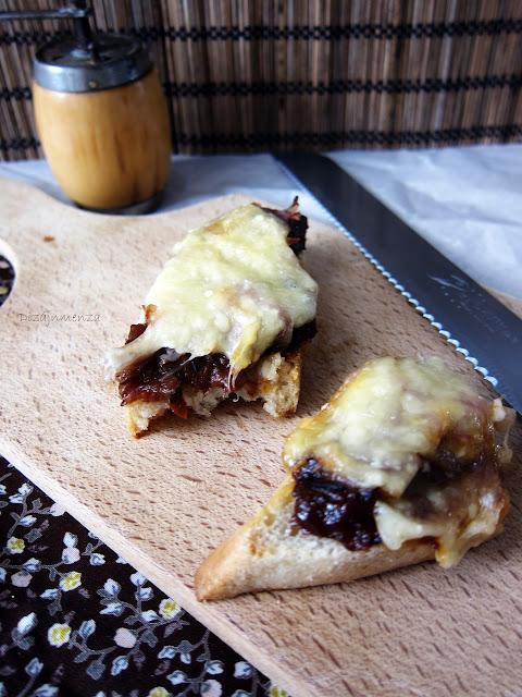 gasztroblog, Sonkás-soksajtos melegszendvics gyümölcscsatnival, recept, camembert, kecskesejt, parmezán márványsajt, mozzarella, trappista, cheddar, sonka, szendvics