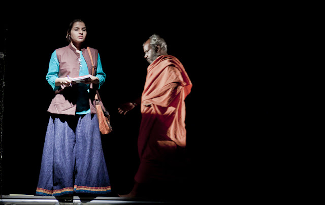 There are several actors who play multiple parts in a play and silently add to the depth of the story. For example, this actor in saffron was seen playing several parts, mostly of Hindu pandits and also silently changing the scene in the background.