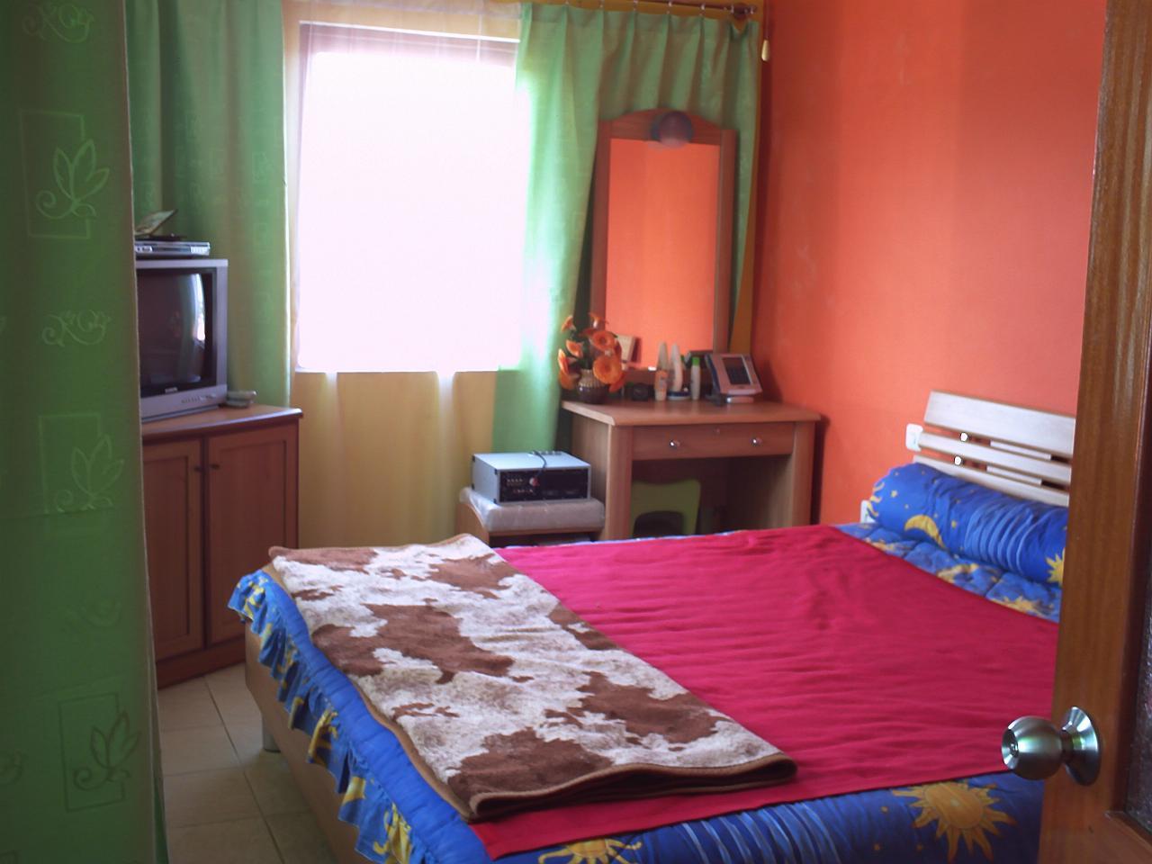 itulah beberapa contoh desain dekorasi kamar tidur anak yang bisa saya