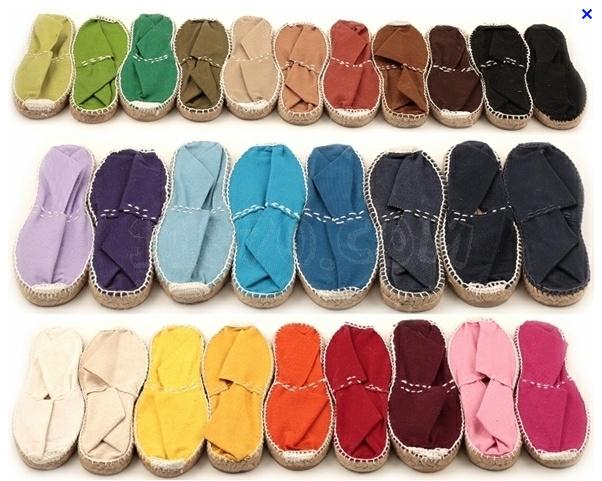 Las espardeñas, alpargatas, cuñas son algunos de los varios nombres que se  les ha puesto al zapato de verano tradicionalmente hechos a mano con esparto .