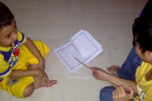 Belajar membaca Al-Quran sejak usia muda