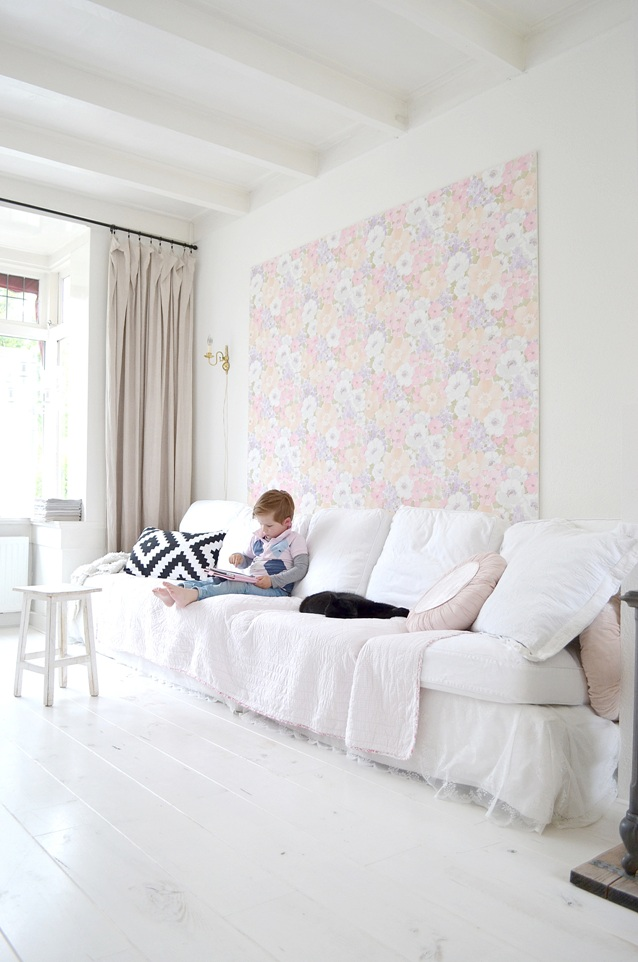 Frivole diy how to wallpaper a wood panel - Behang hoofdeinde ...
