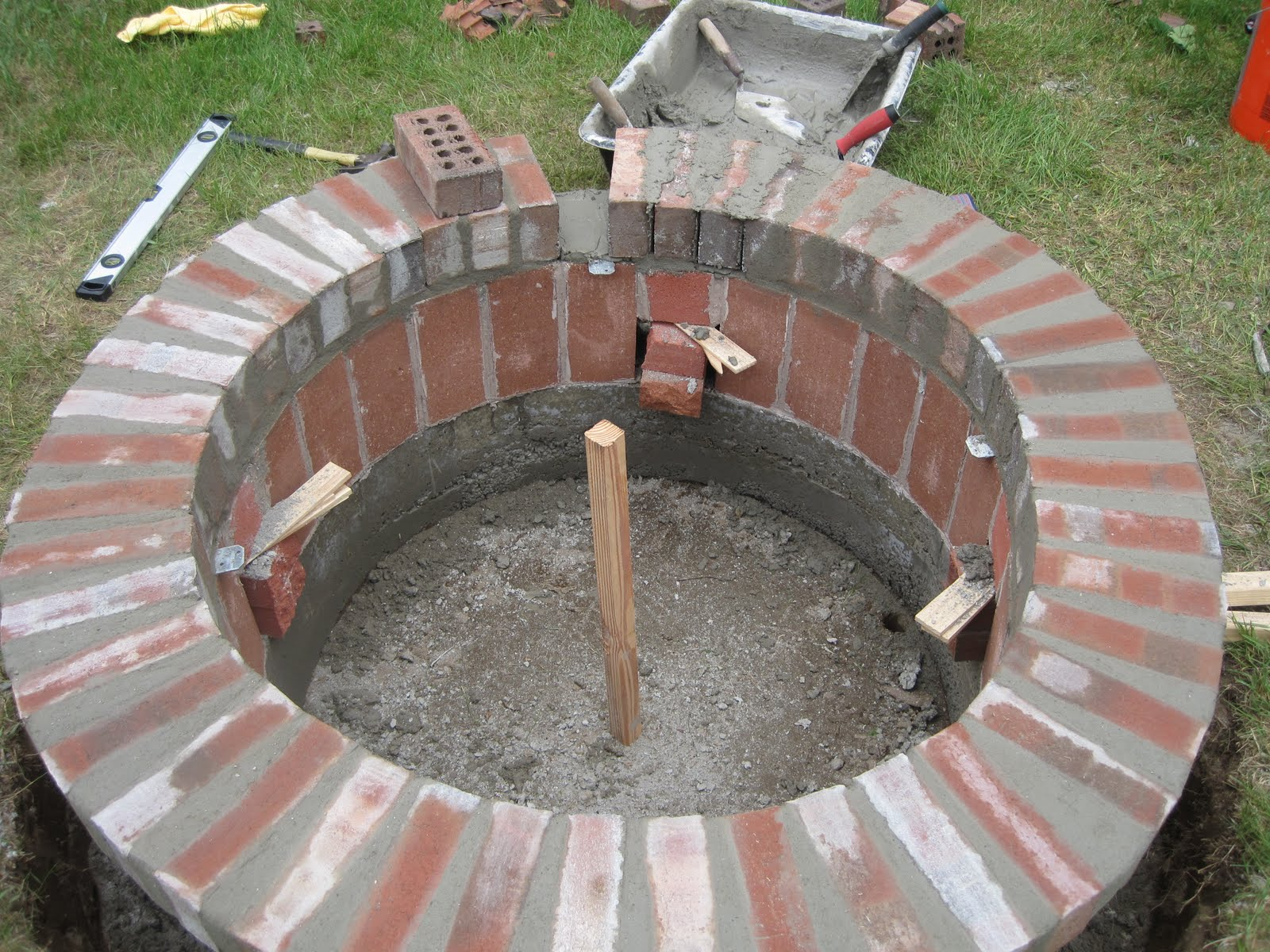 Jemstaa the fire pit project day 3 for What kind of bricks for fire pit