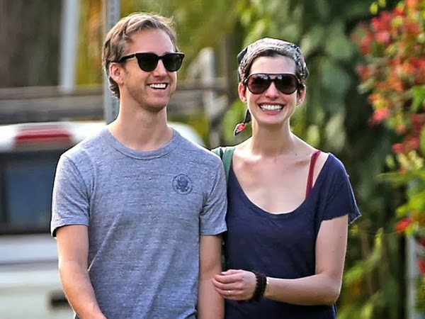 Anne Hathaway Only Has Eyes For Adam Shulman