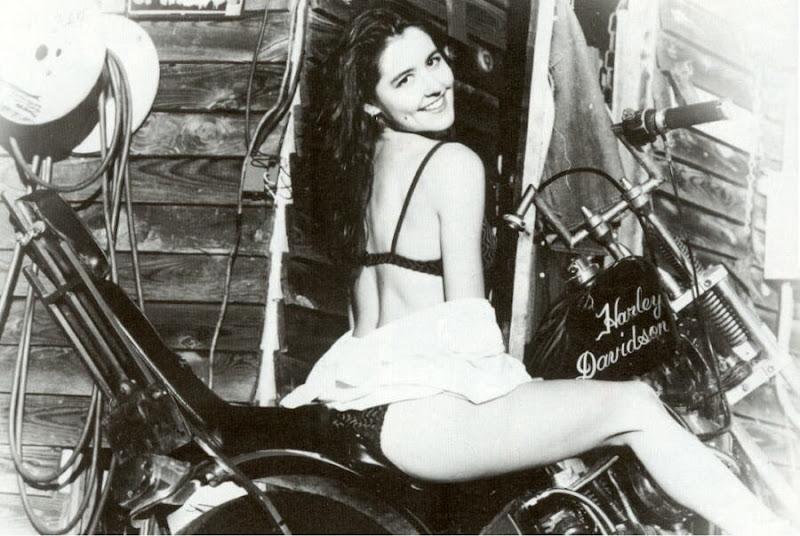 Mulher De Biquini Em Moto Gostosa Na Woman On Bike With Bikini