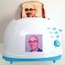 Η τοστιέρα που τυπώνει... selfies στο ψωμί!
