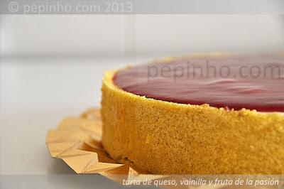 Tarta de queso con vainilla y fruta de la pasión