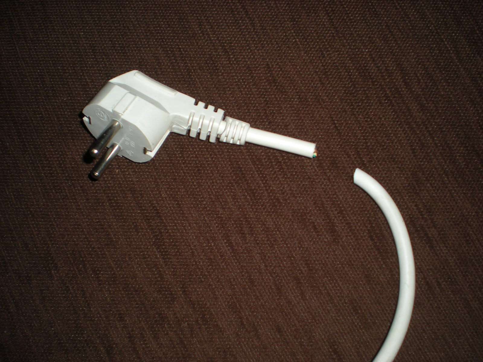 Andra de blanco diy dikeando una regleta de enchufes - Regleta para cables ...