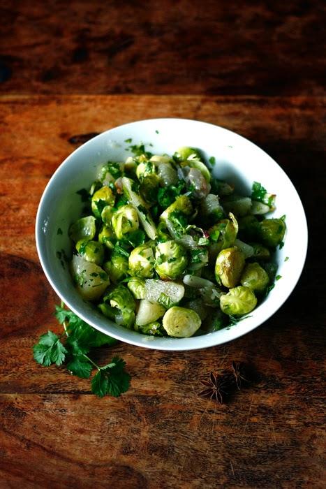 Rosenkohl-Pomelo-Salat nach Ottolenghi