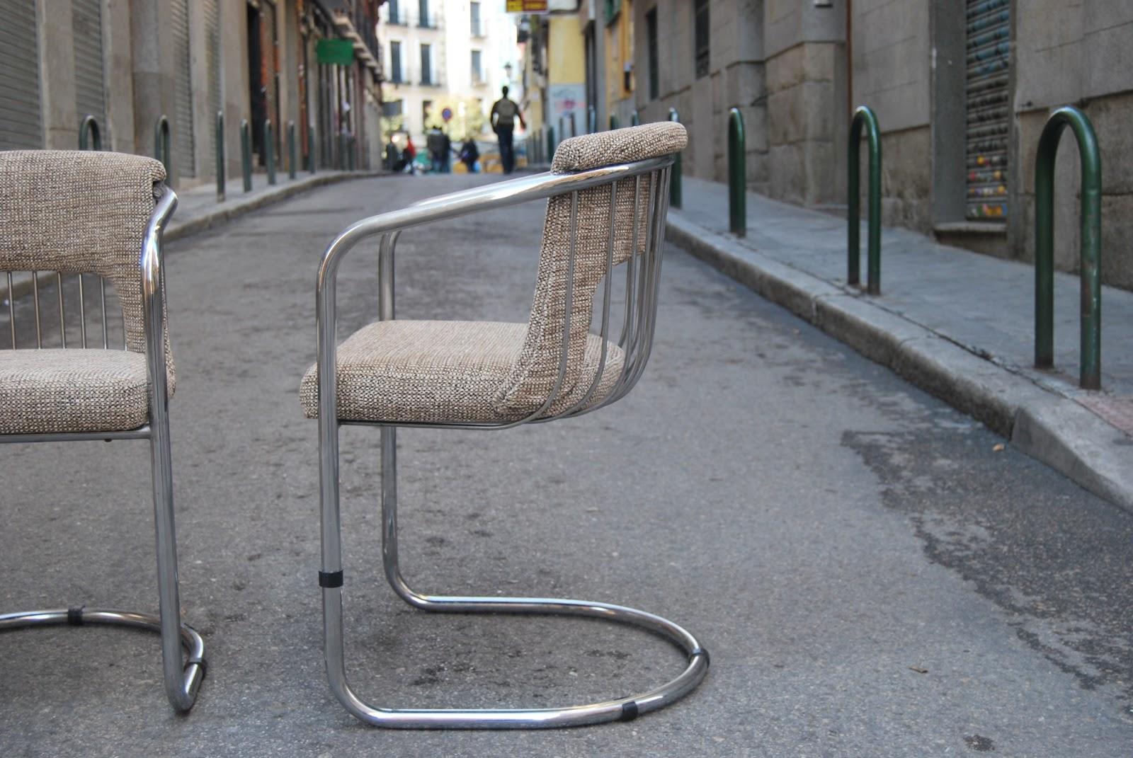 La tapicera sillas cromadas de los a os 70 con tapizados for Sillas cromadas