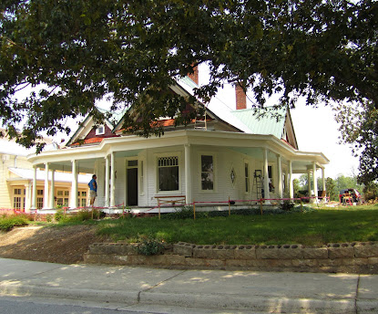Historic Crabapple Home