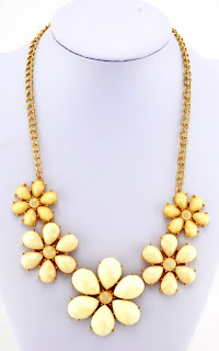 http://www.myvintage.co.uk/retro-necklaces/retro-60s-style-large-gold-beige-flower-necklace.html