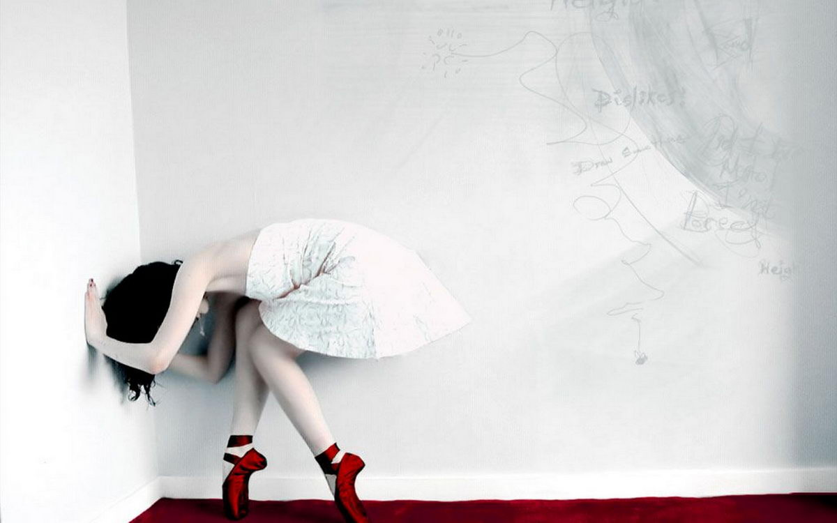2011 Fashion Latest Dresses And Stylish Models Wallpapers