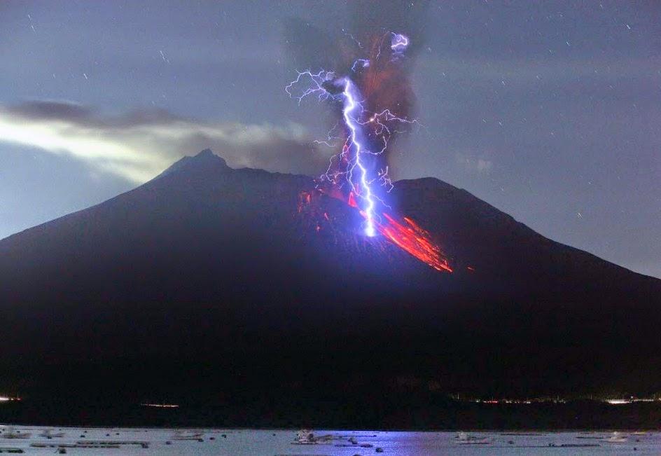 Relámpago Azúl del volcán Sakurajima
