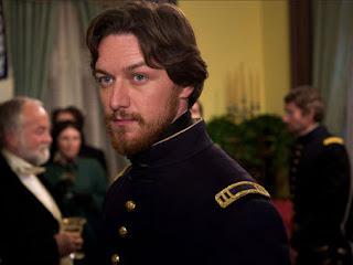 """James McAvoy em cena do filme """"Conspiração Americana"""""""