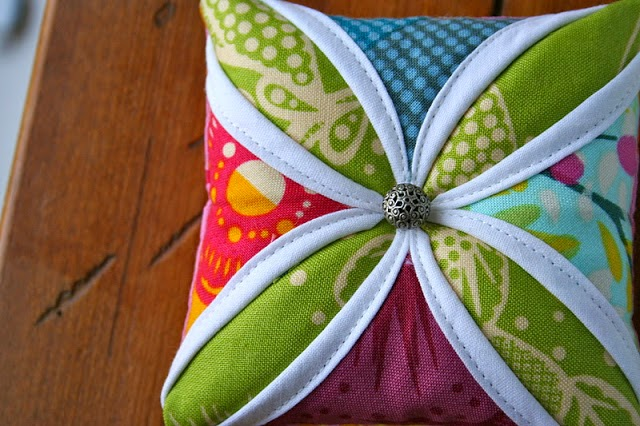 http://gogokim.blogspot.com/2011/12/cathedral-window-pin-cushion-tutorial.html