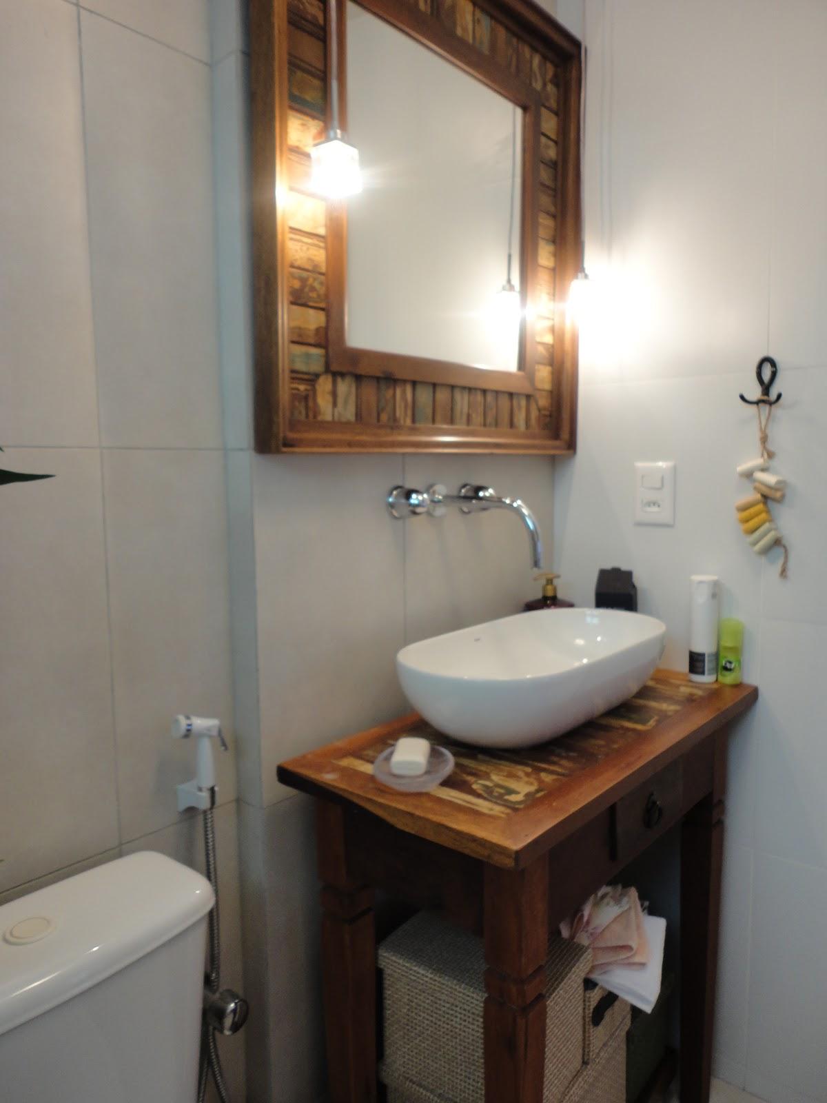 HELENA TORRES: REFORMA DE APARTAMENTO NA BARRA BANHEIRO RÚSTICO #956636 1200x1600 Banheiro Com Porcelanato Rustico