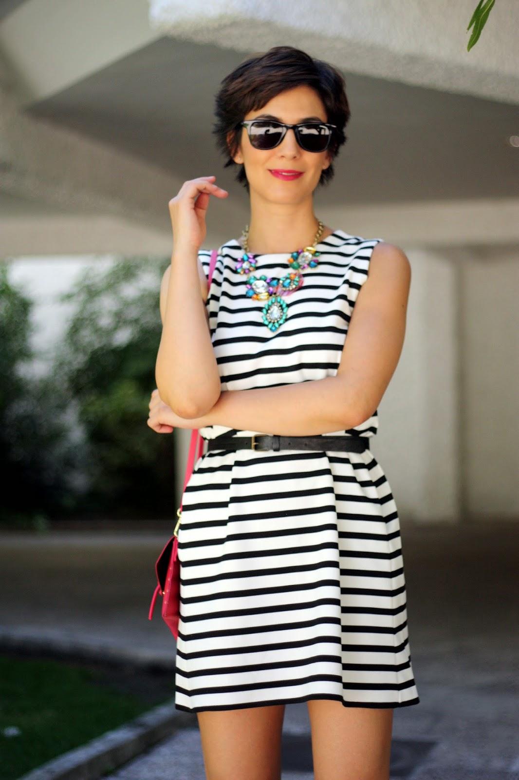 Accesorios para vestido blanco con negro corto