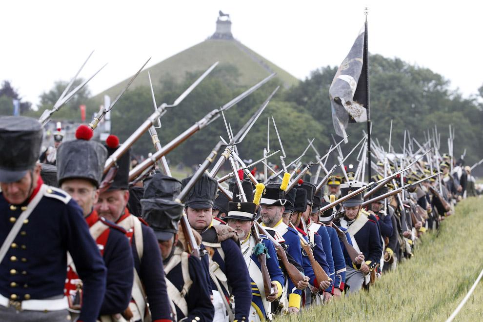Реконструкция битвы при Ватерлоо (15 фото)
