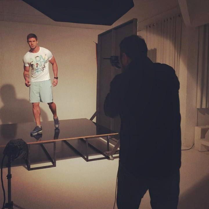 Jonas Sulzbach posam para campanha de moda fitness - Foto: Divulgação