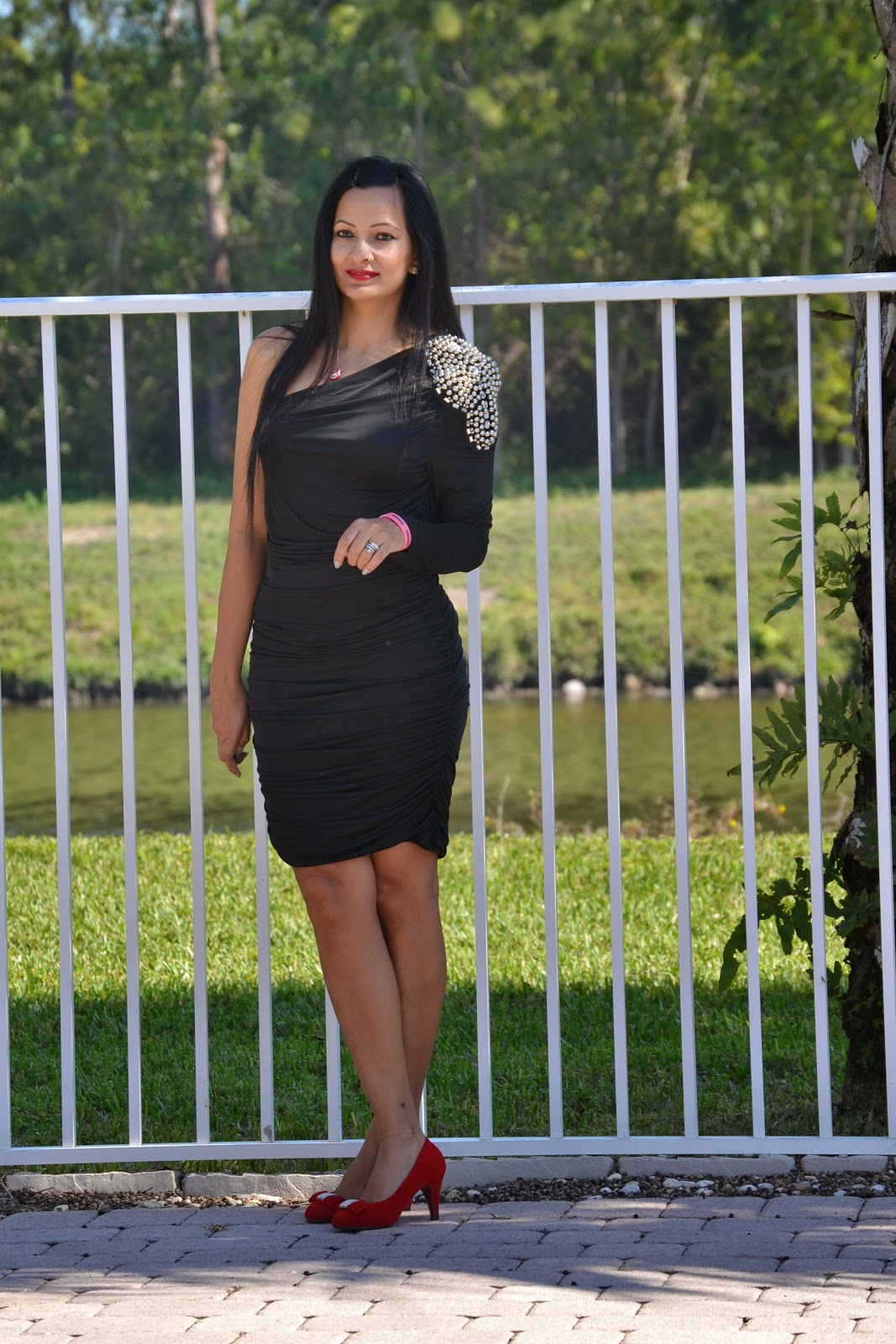 black one shoulder bodycon dress mavy savvy www.sandysandhu.co