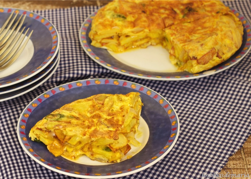 Tortilla rellena de pimiento y cebolla