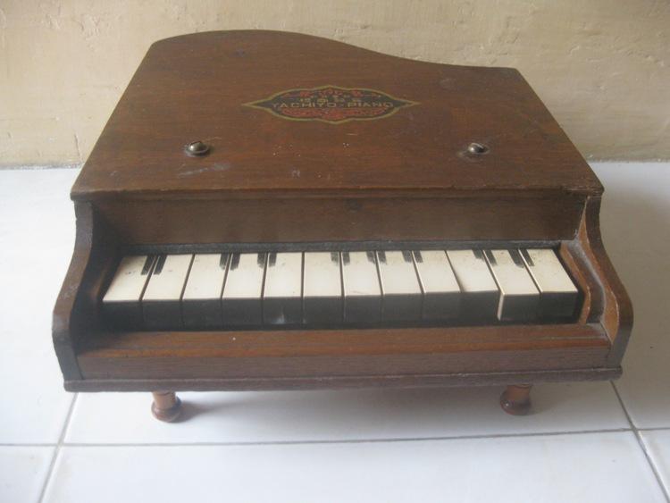 Piano Kecil
