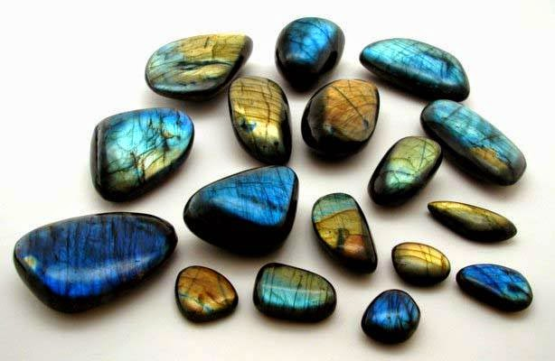 https://energymuse.wordpress.com/2012/07/05/gemstone-of-the-day-labradorite/