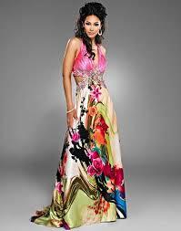 modelo de vestido longo floral para usar no dia do ano novo